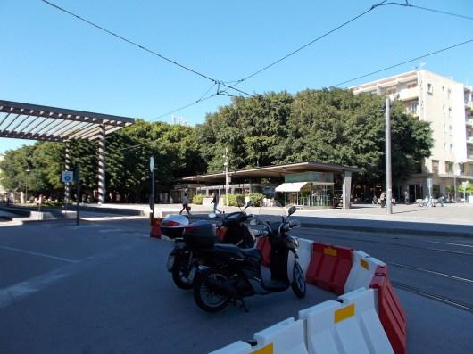 הככר הראשית של מסינה עם תחנת הקרונית החשמלית